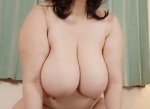 Mカップ123cmの超爆乳熟女・田中倫代 性欲旺盛ぽっちゃりボディーでイキまくり!